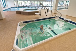 6 Ways Aquatic Therapy Enhances Hip Replacement Recovery