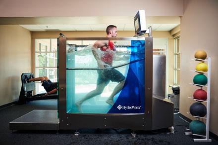 man running in hydroworx 350